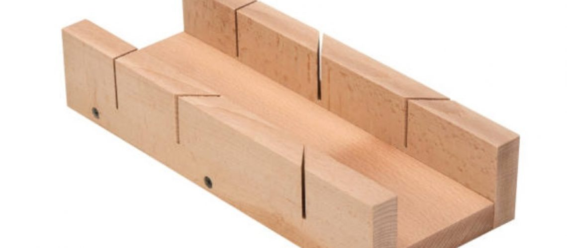 how to use a miter box to cut crown molding